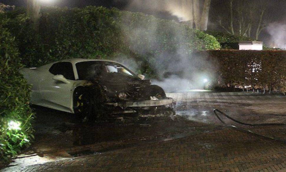 Apeldoorn: Ferrari 458 en Mercedes S63 gaan tegelijk in de hens