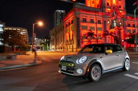 MINI Cooper SE - rijtest en video