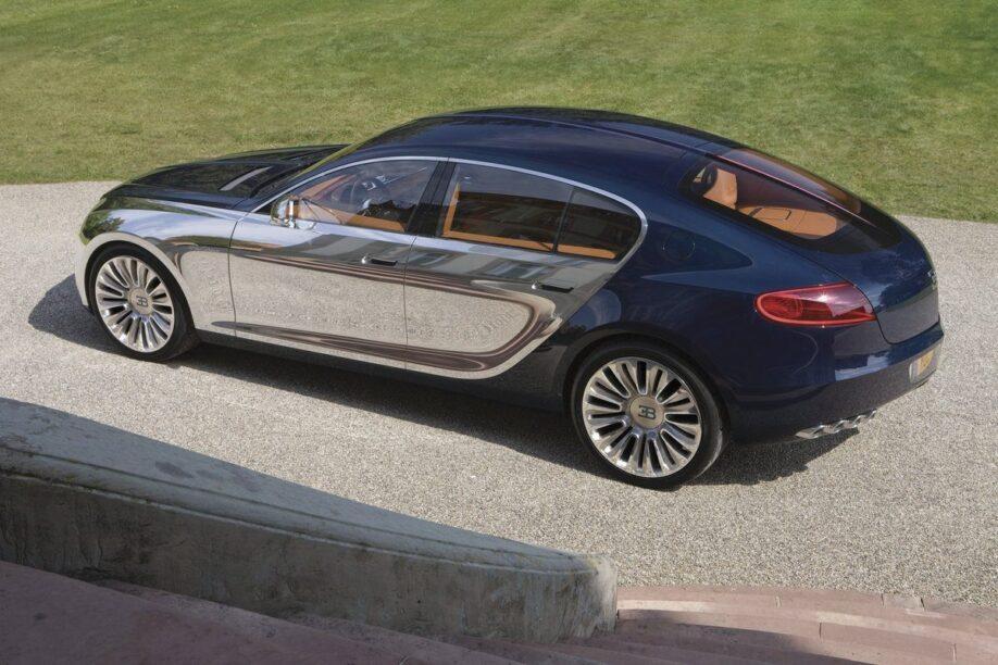 Zijkant Bugatti 16C Galibier