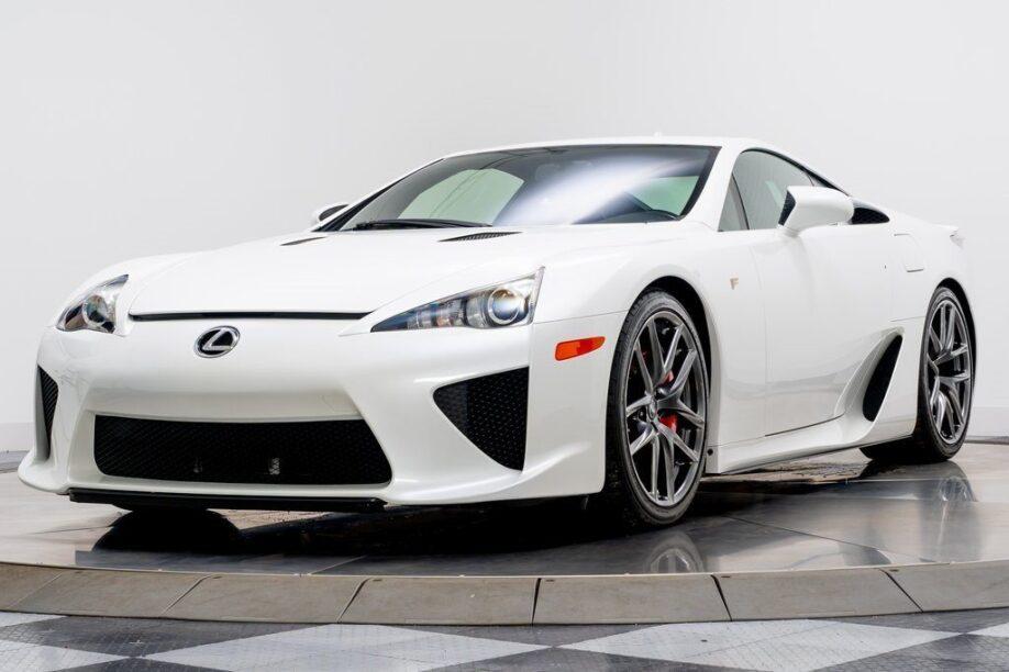 Voorkant Lexus LFA