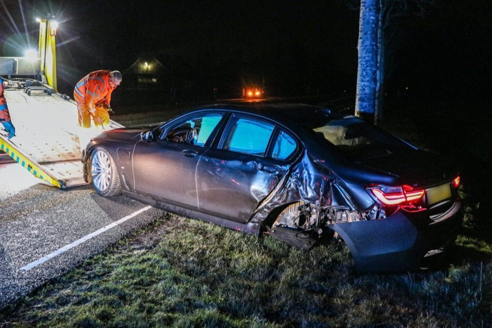 BMW 740e crash hulpdiensten nagele
