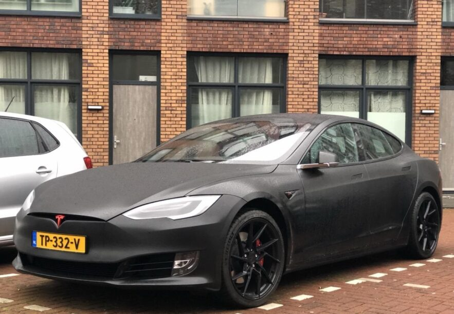 Grijze Tesla Model S