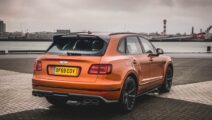 Bentley Bentayga Speed flame orange achterkant landtong Rozenburg
