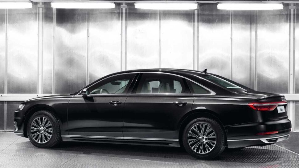 Audi A8 L Security zijkant