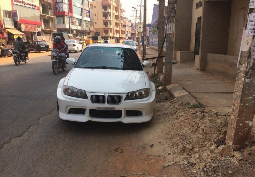 Maruti Suzuki Esteem undercover bij BMW