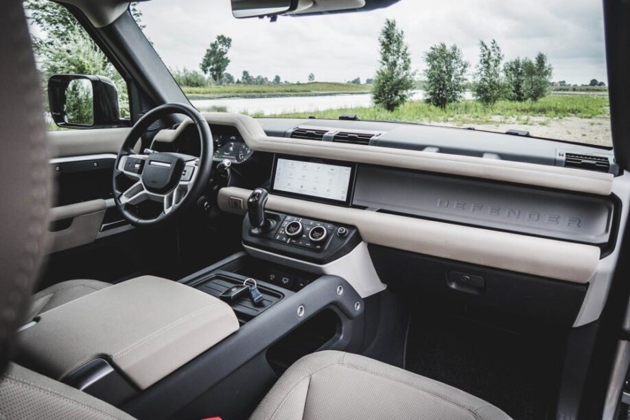 Interieur Land Rover Defender rijtest