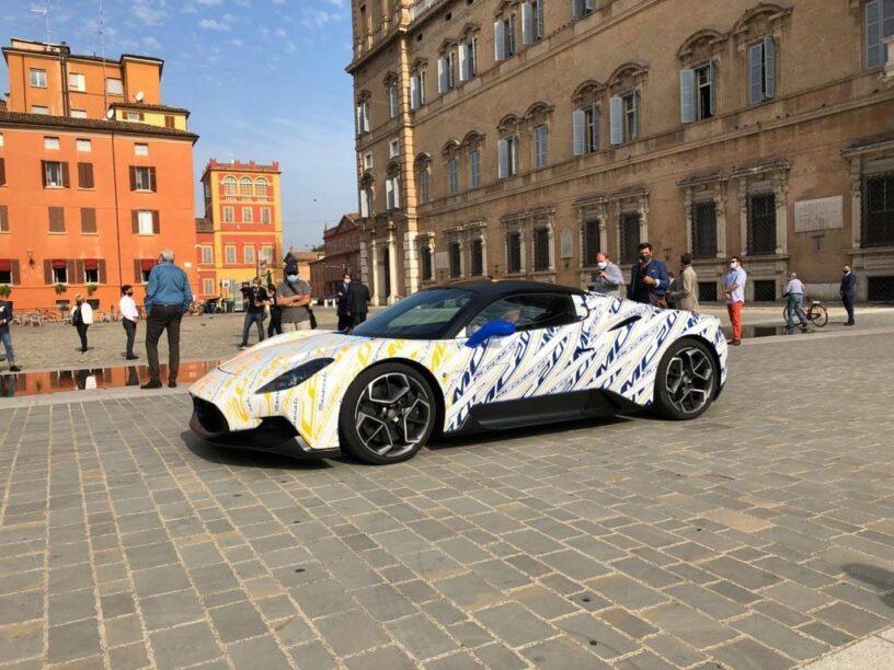 De Maserati MC20, waarvan nu de prijs bekend is