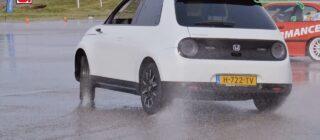 Honda e rijtest: kun je DRIFTEN met deze auto?!
