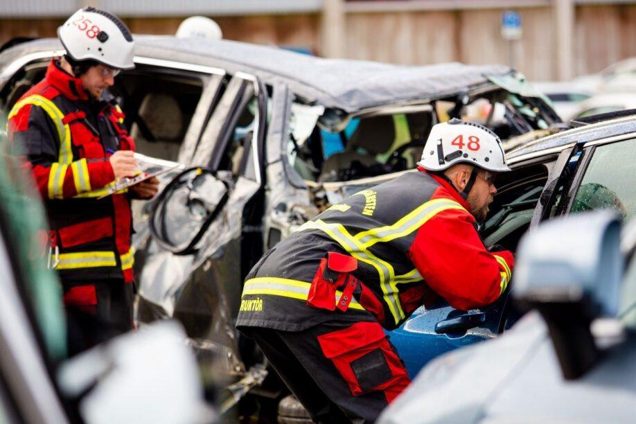 Volvo dropt auto's van 30 meter hoogte