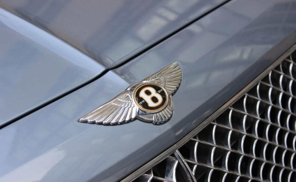 De badge op een Bentley Bentayga