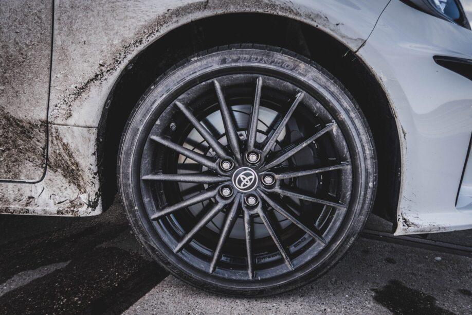 De velg van een Toyota Yaris GR