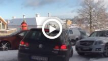 Video: Volkswagen Golf verliest de controle