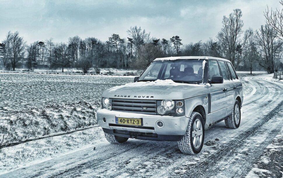 autofoto's in de sneeuw