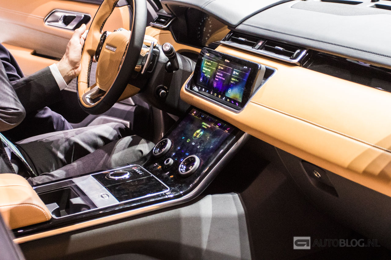 Gallery is de range rover velar minder mooi in het echt for Interieur range rover velar