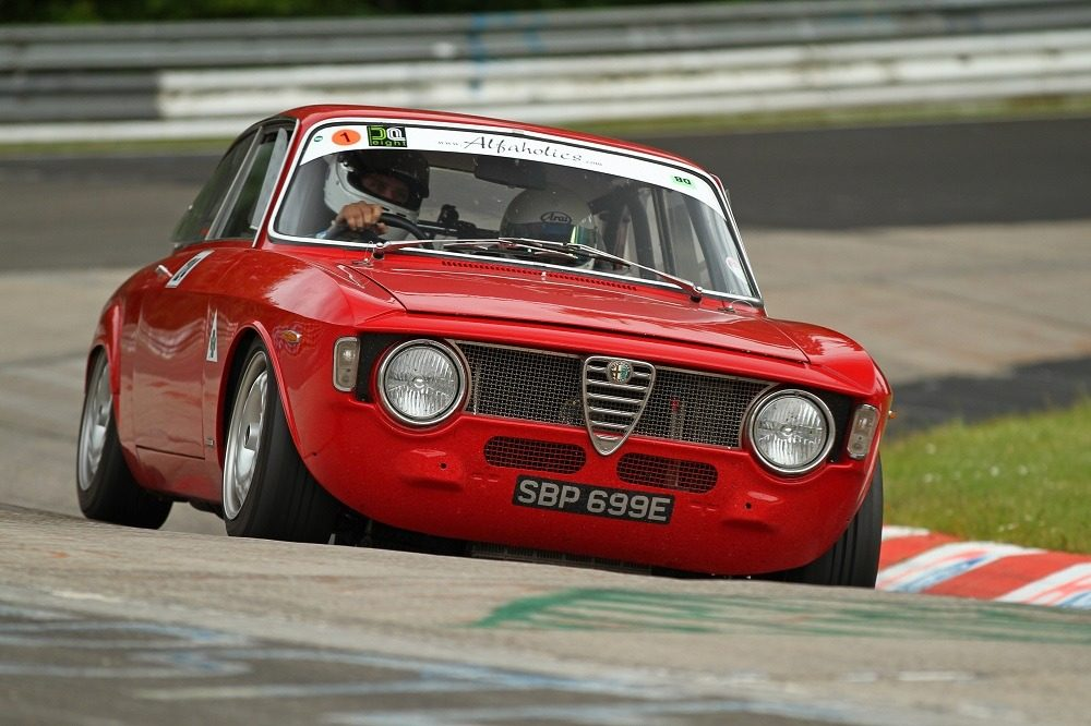 some nice alfa romeo 39 s lapping. Black Bedroom Furniture Sets. Home Design Ideas