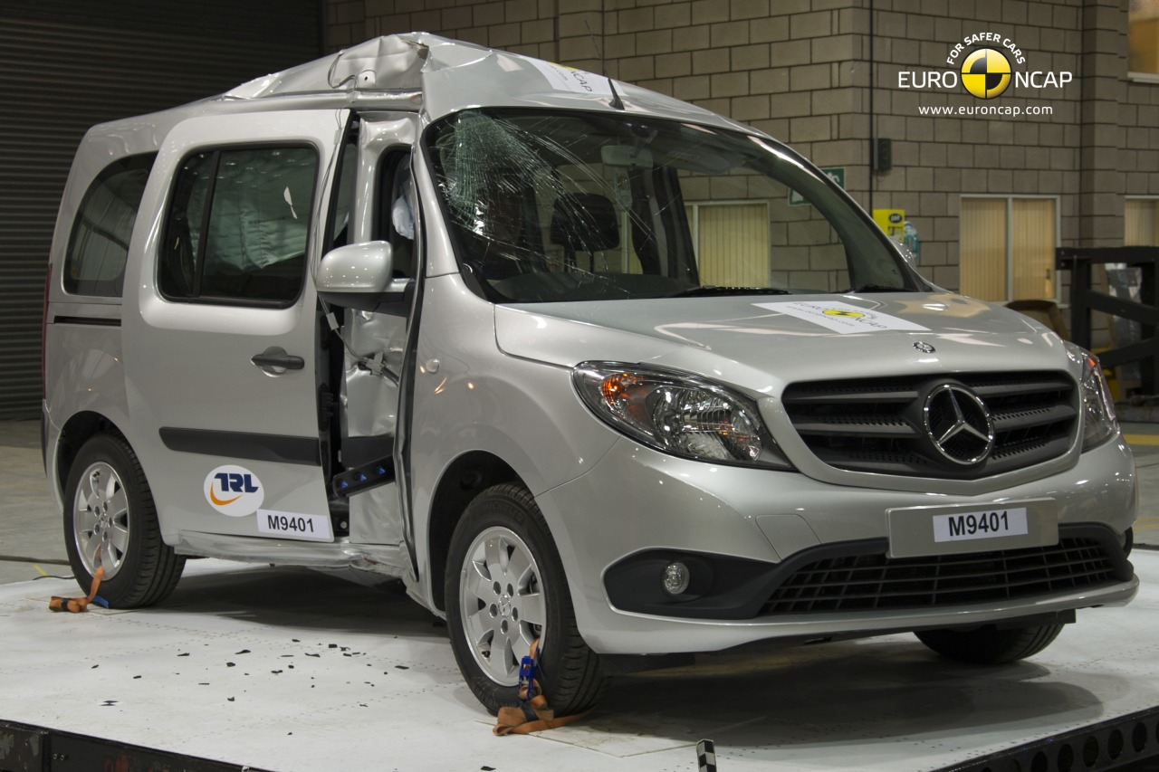 mercedes citan scoort 3 sterren in crashtest. Black Bedroom Furniture Sets. Home Design Ideas