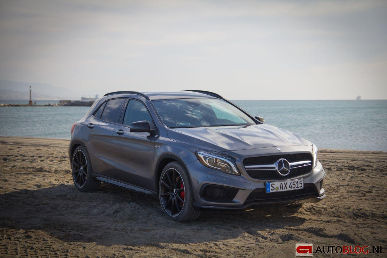 mercedes benz gla 45 amg rijtest en video. Black Bedroom Furniture Sets. Home Design Ideas