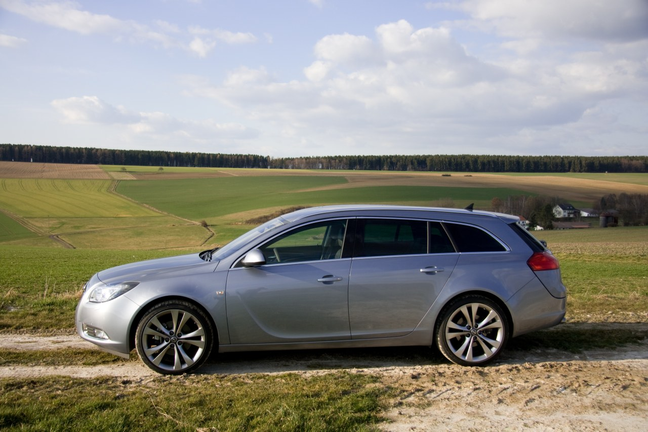 reviews opel insignia sports tourer afbeeldingen. Black Bedroom Furniture Sets. Home Design Ideas