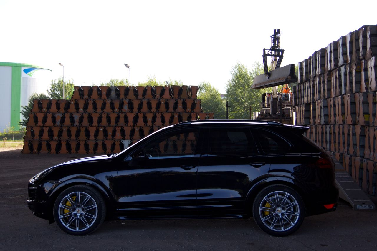 porsche cayenne gts rijtest en video. Black Bedroom Furniture Sets. Home Design Ideas