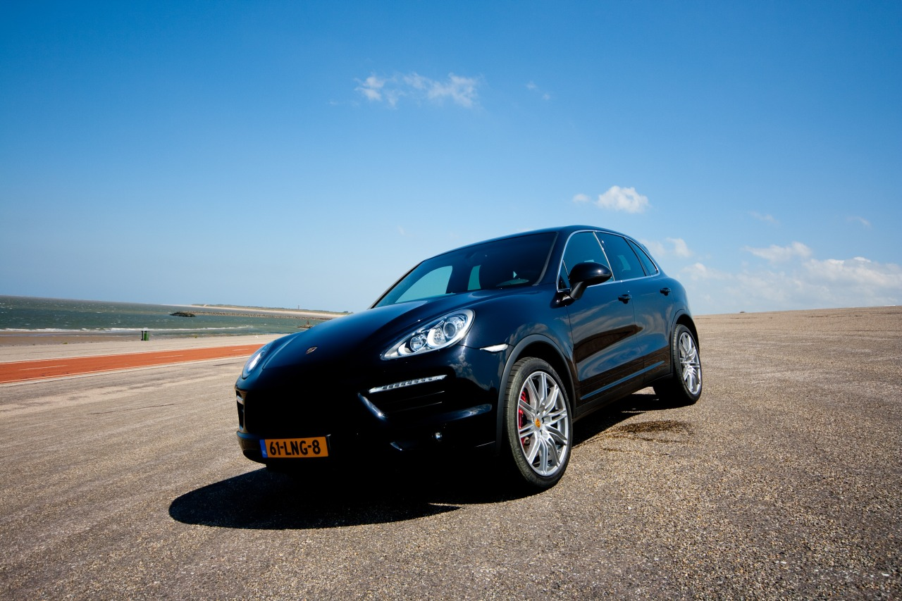 kies maar porsche cayenne turbo of bmw x5m. Black Bedroom Furniture Sets. Home Design Ideas