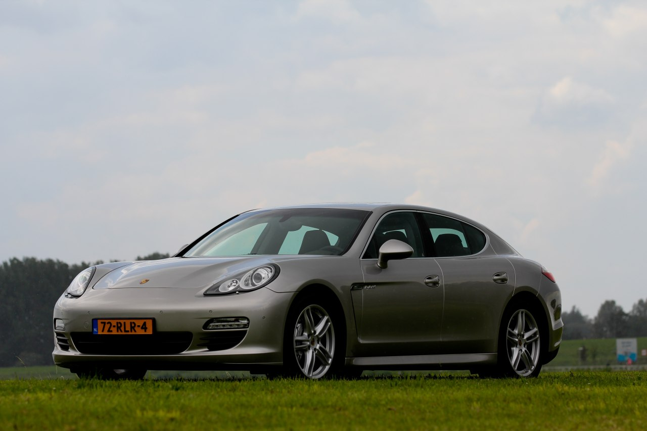 rijtest en video porsche panamera s hybrid. Black Bedroom Furniture Sets. Home Design Ideas
