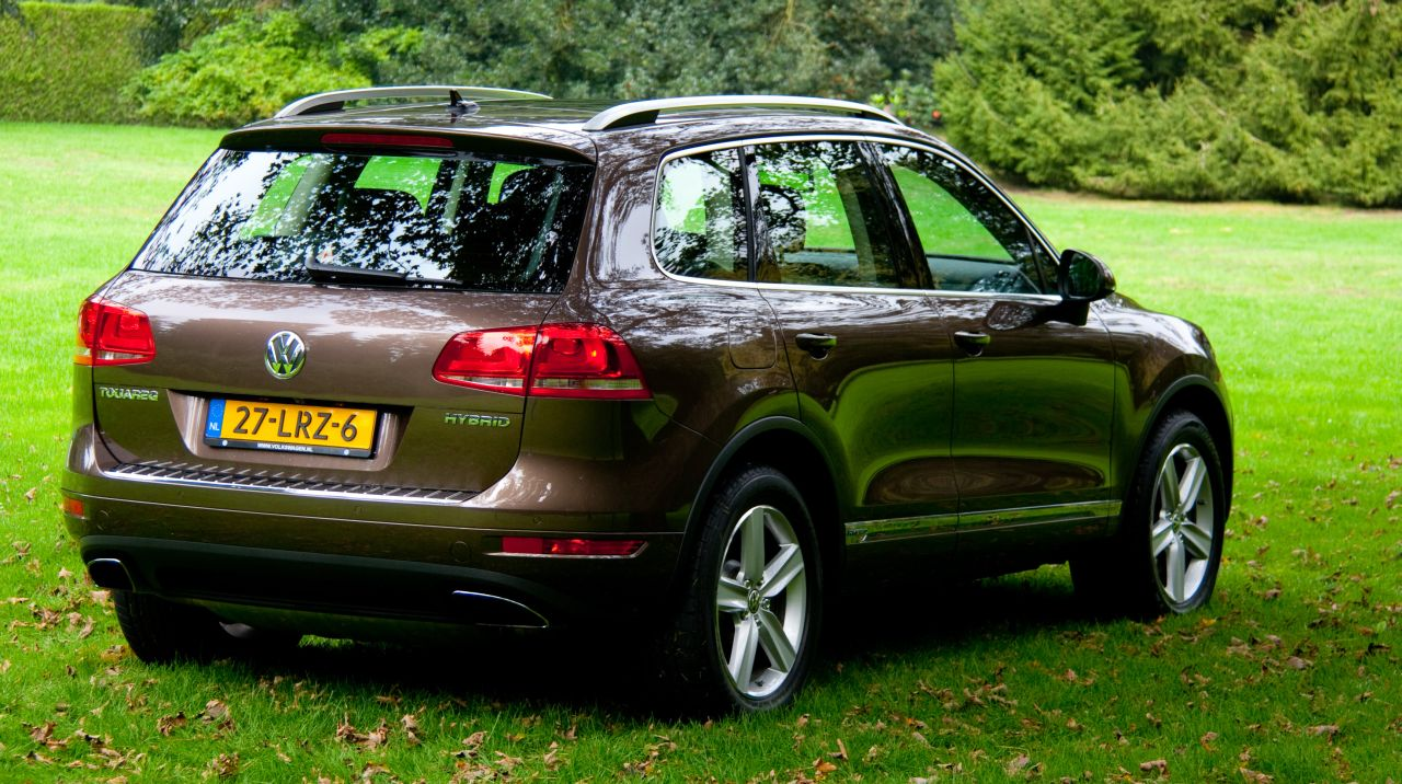 rijtest en video volkswagen touareg hybrid. Black Bedroom Furniture Sets. Home Design Ideas