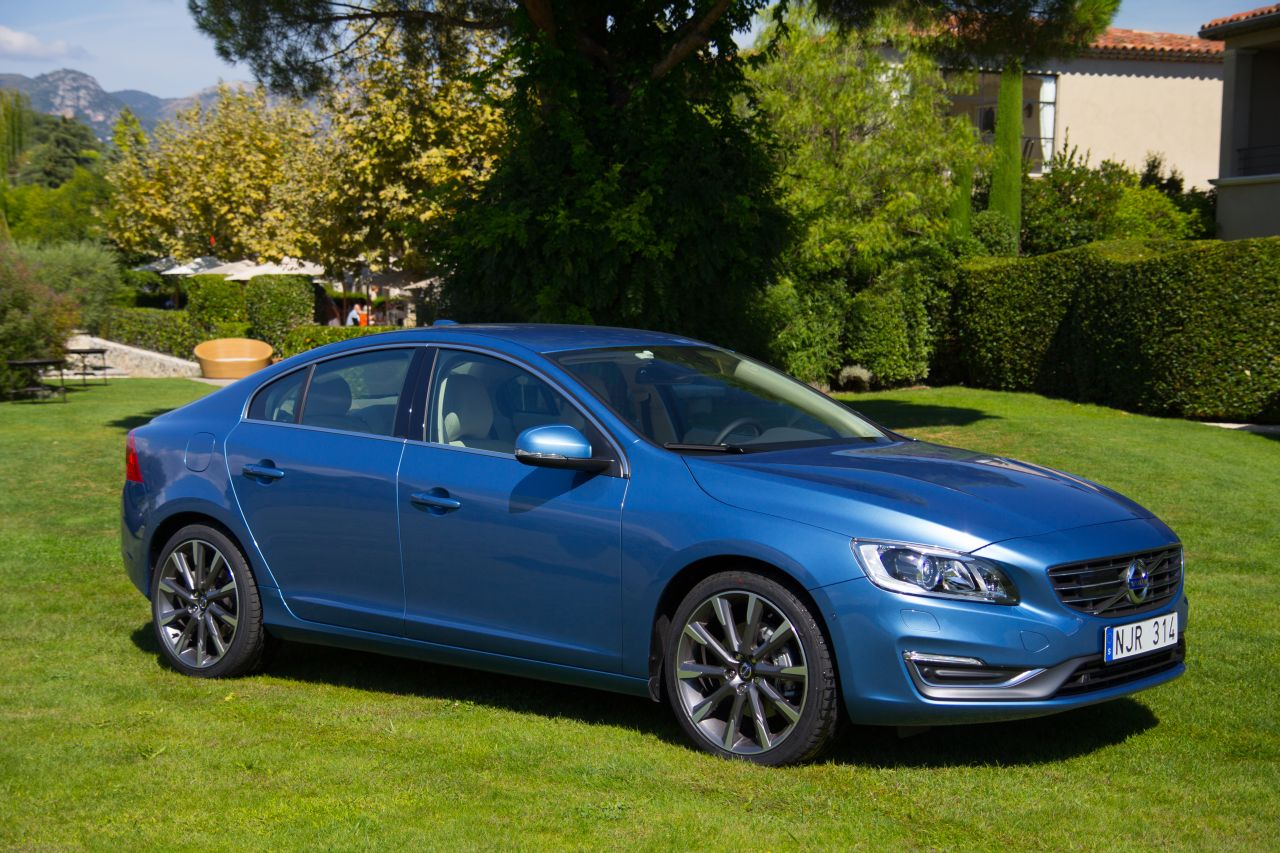 volvo v60 d4 en s60 t6 rijtest en video. Black Bedroom Furniture Sets. Home Design Ideas