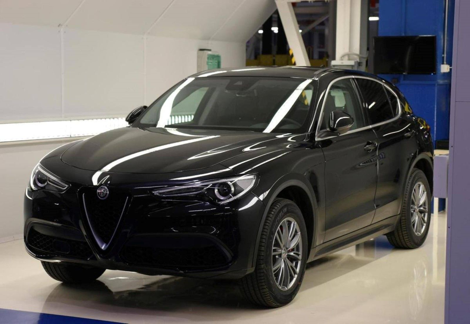 de gewone alfa romeo stelvio uit alle hoeken. Black Bedroom Furniture Sets. Home Design Ideas