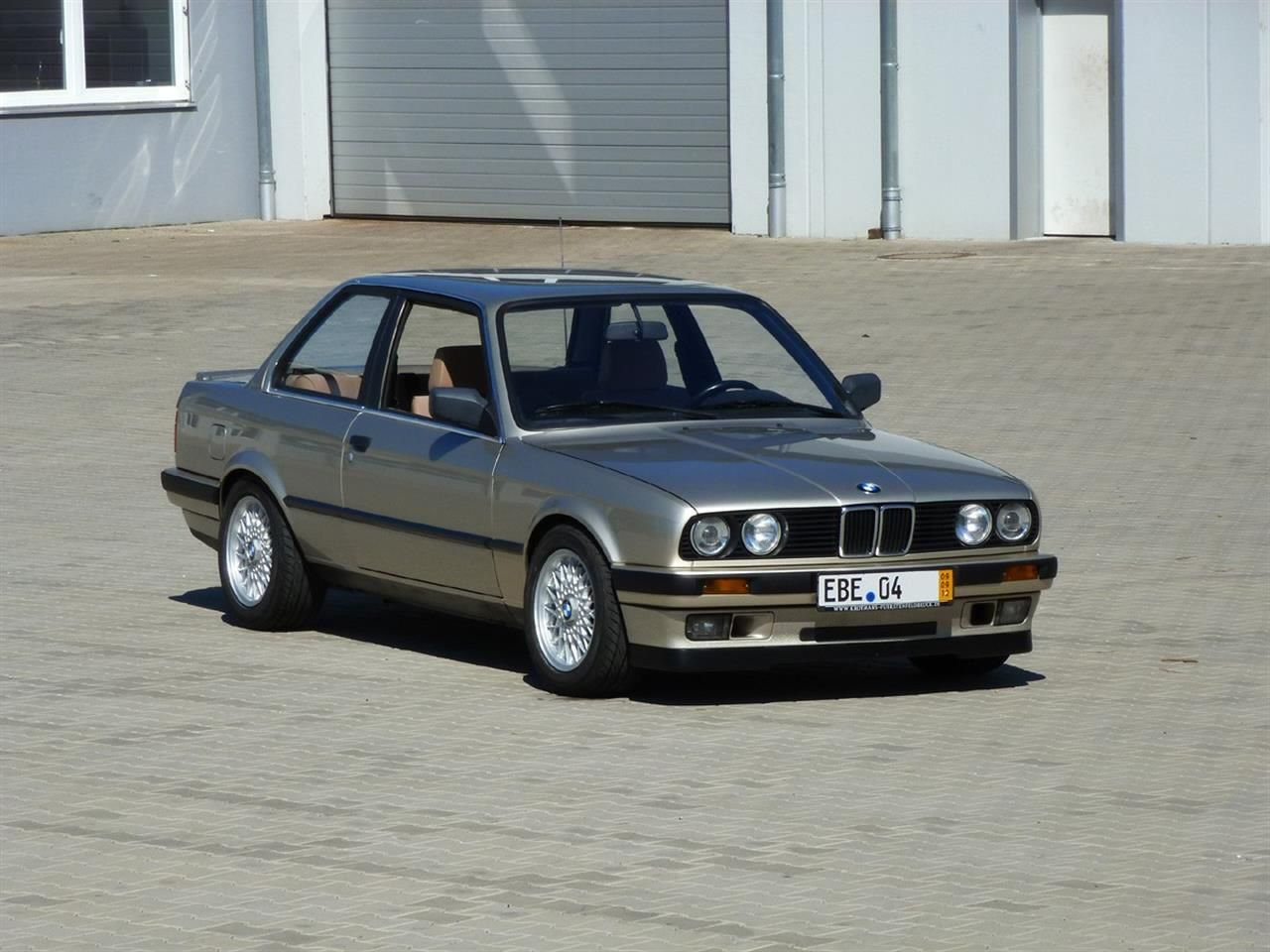 koning sleeper koop deze bmw 316i met v8. Black Bedroom Furniture Sets. Home Design Ideas