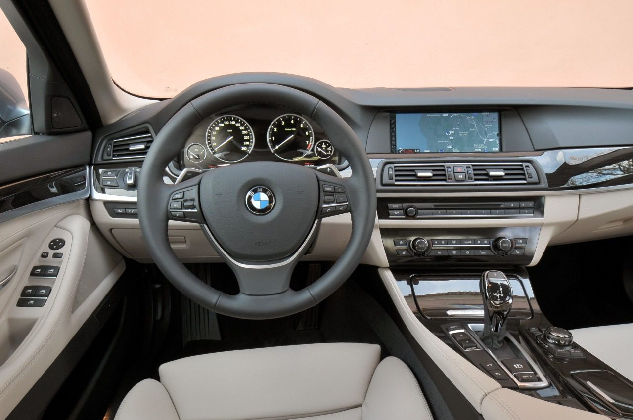 Foto bmw 5 serie f10 activehybrid interieur bmw 5 serie for Bmw serie 9 interieur