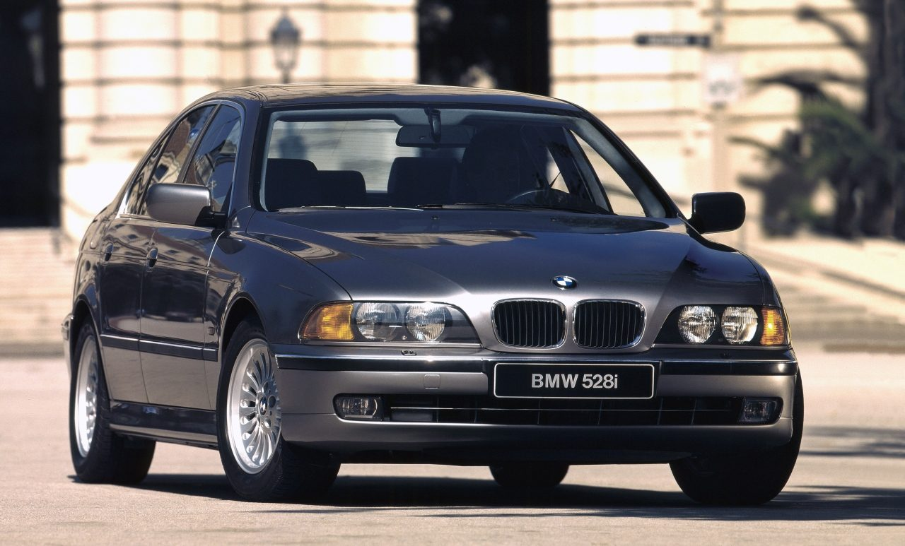 bmw 5 serie e39 occasion video aankoopadvies. Black Bedroom Furniture Sets. Home Design Ideas