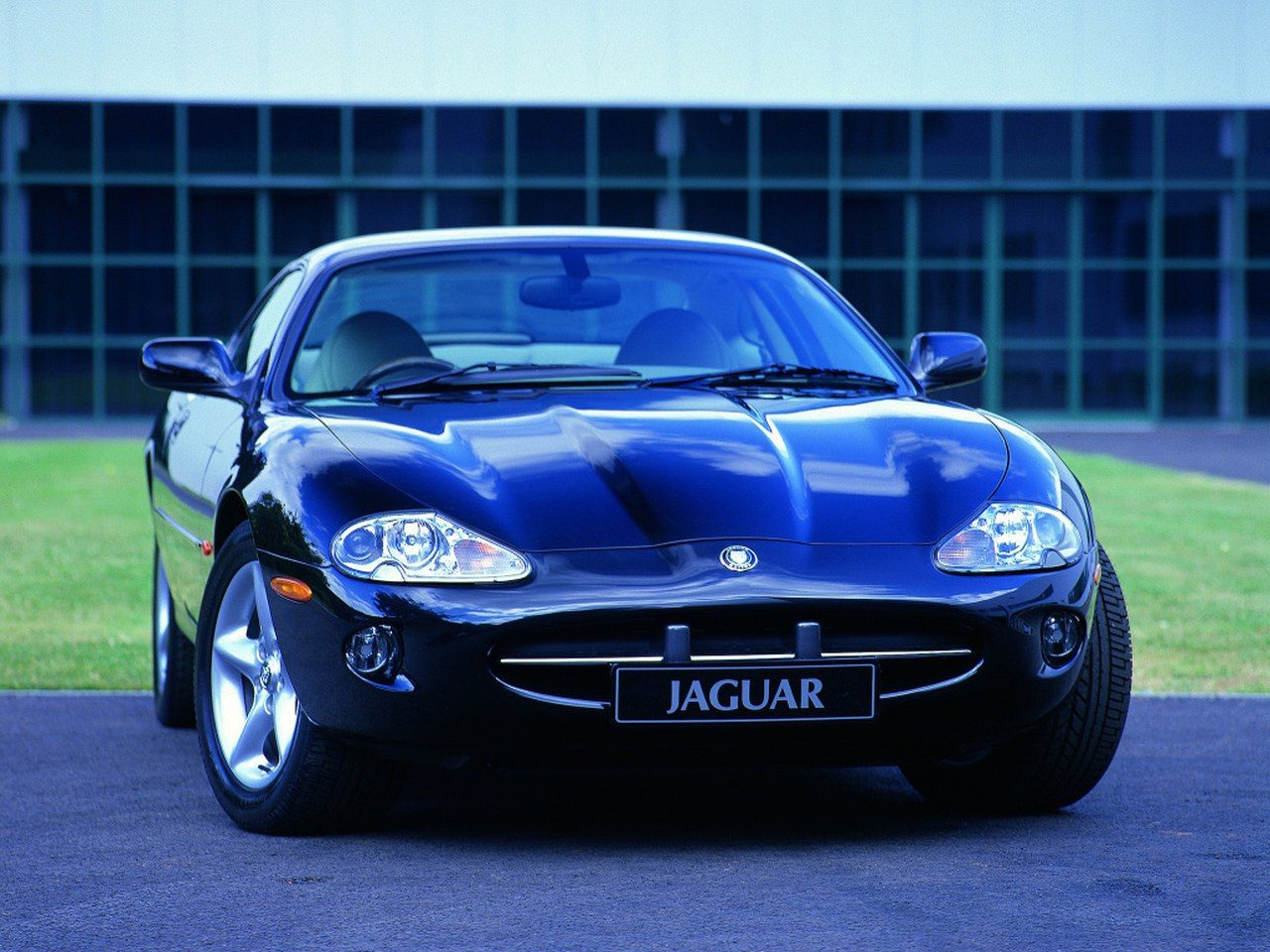 jaguar xk8 1996 2006 occasion video aankoopadvies. Black Bedroom Furniture Sets. Home Design Ideas