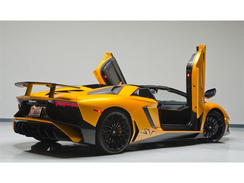deze aventador sv roadster occasion is een goede deal. Black Bedroom Furniture Sets. Home Design Ideas