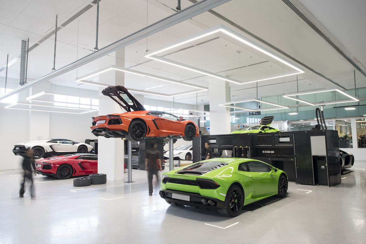 dit is de grootste lambo showroom ter wereld. Black Bedroom Furniture Sets. Home Design Ideas