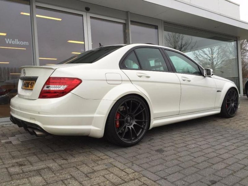 betaal jij voor een c63 amg met 700 pk. Black Bedroom Furniture Sets. Home Design Ideas