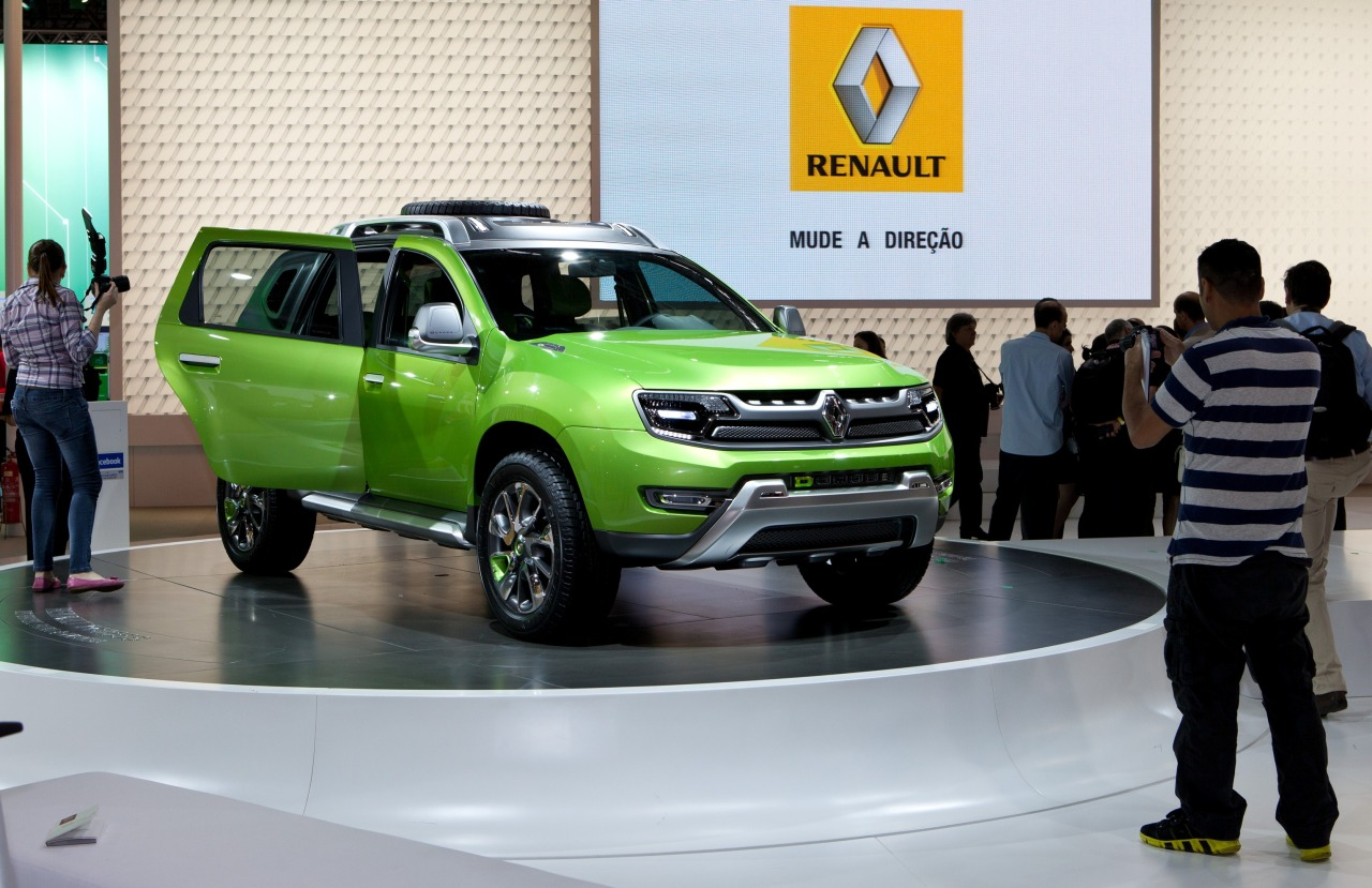 renault dcross concept geilgroene duster. Black Bedroom Furniture Sets. Home Design Ideas
