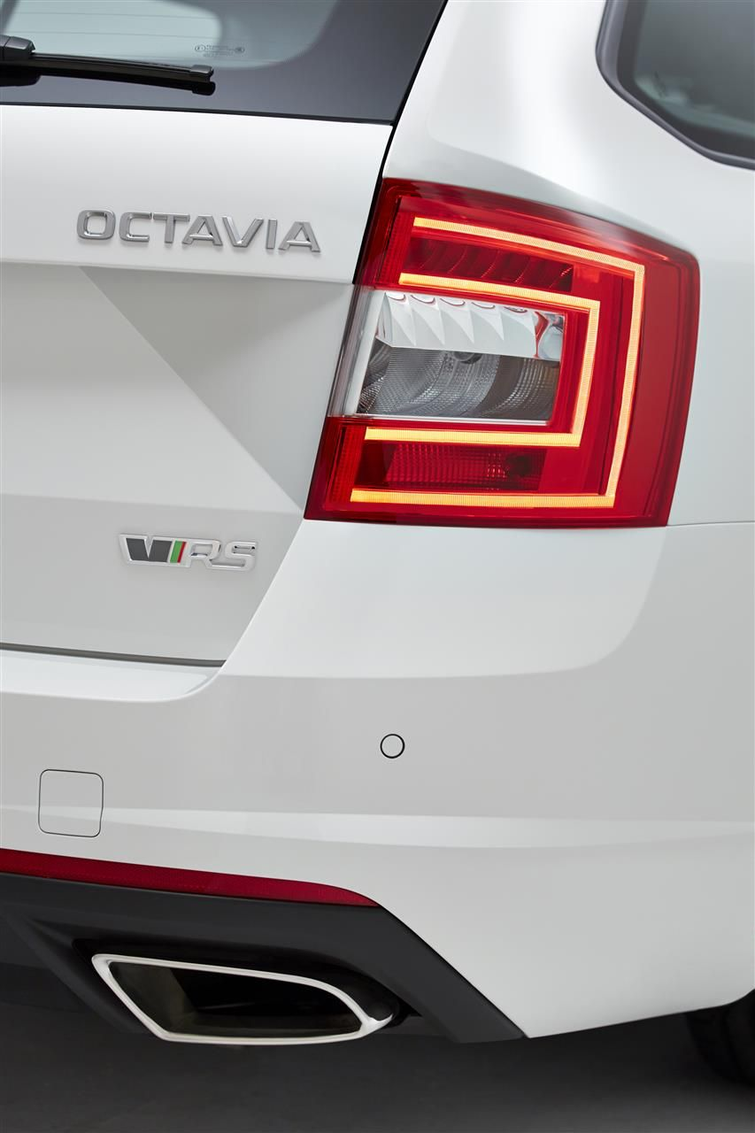 de nieuwe skoda octavia rs snelste octavia ooit. Black Bedroom Furniture Sets. Home Design Ideas