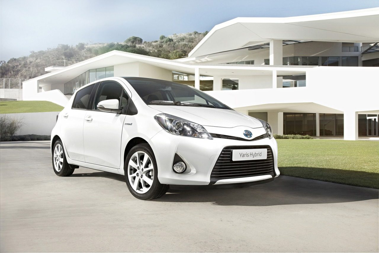 toyota yaris hybrid is zuinig. Black Bedroom Furniture Sets. Home Design Ideas