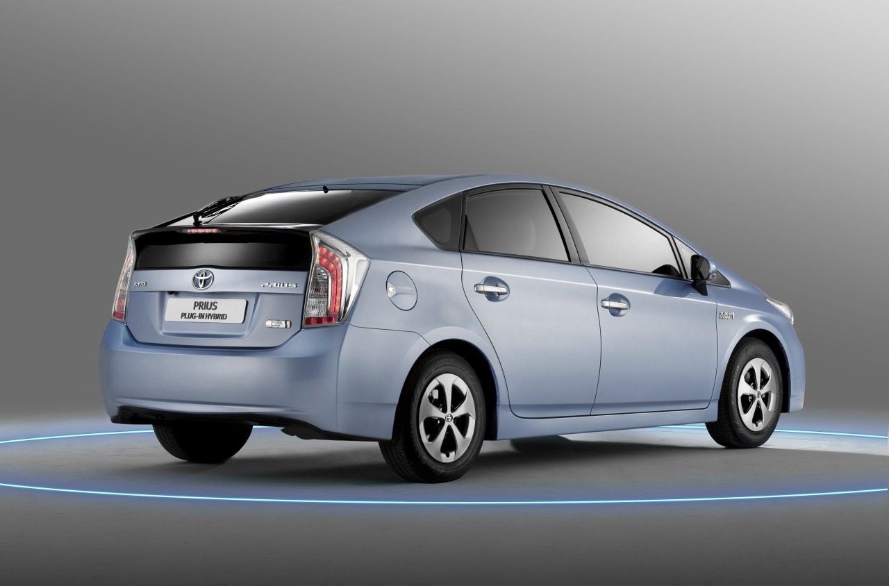 toyota prius plug in 3200x1200 multi all things about bugatti. Black Bedroom Furniture Sets. Home Design Ideas