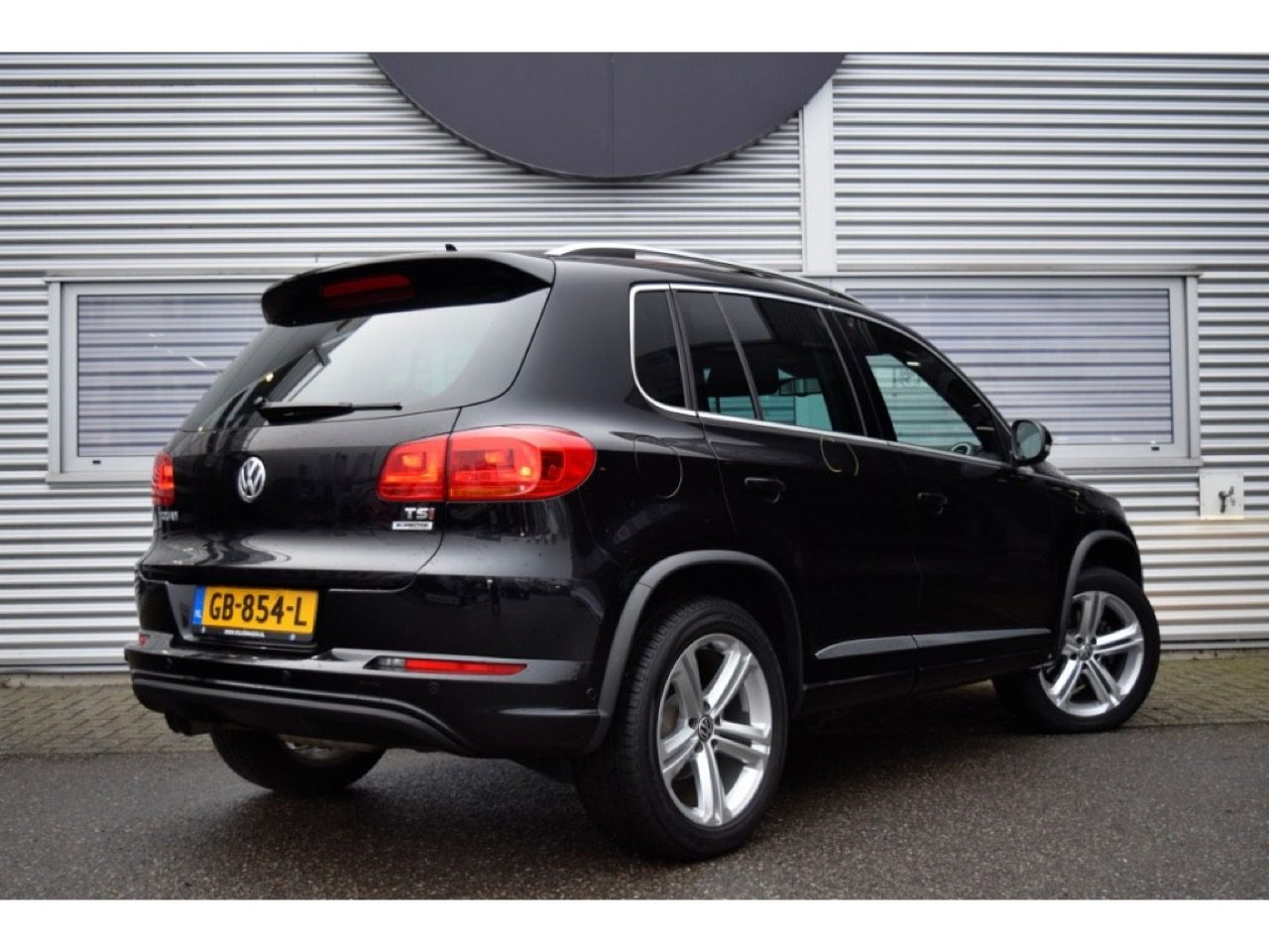 koop de volkswagen tiguan van vlogger enzo knol. Black Bedroom Furniture Sets. Home Design Ideas